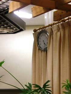 507-3 遠慮がちな時計.JPG