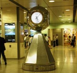 631-6 名駅新幹線改札前の時計.JPG