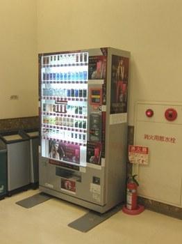 654-4 何処も点いているタバコの自販機.JPG