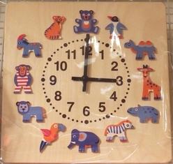 656-3 動物も地盤の時計.JPG