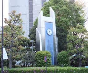 673-3 東京メトロ霞ヶ関C1出口/厚労省横の時計.JPG