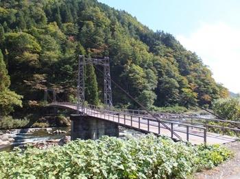 632-4 秋04-吊り橋と山02.JPG