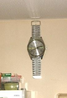 633-2 訪問先の壁掛け腕時計.JPG